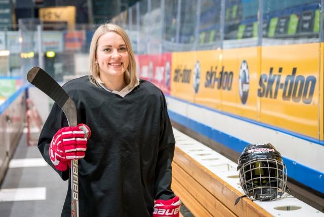 Jääkiekkoilija, olympiamitalisti Isa Rahunen on opiskellut urheilun ohella lähihoitajaksi.