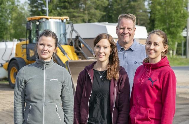 Jaana Koivistolla, Sari Hyypällä, Mika Hultqvistilla sekä Laura Tuomikoskella  on kaikilla hyviä kokemuksia OSAOn opiskelijoista.